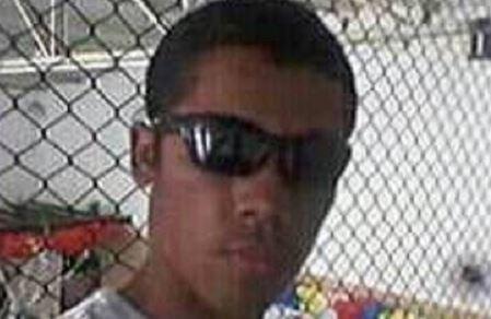 """Cleiton António Ribeiro tinha 17 anos. Ao """"Globo"""", um dos amigos disse que o rapaz era """"um amor de pessoa"""". Ambicionava chegar à universidade. Foto: Facebook"""