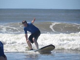 Ronnie, surft, surfen, ausprobieren, surflesson, surfstunde, halber Tag, Byron Bay, Australien, Australia, Reiseblog, Reise, reisen, Urlaub, roadtrip, Miles and Shores