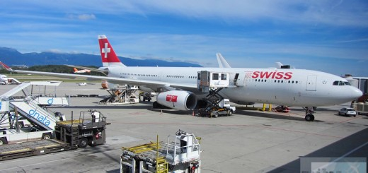 SWISS A330-300 (Registrierung HB-IHA) am Gate Genf