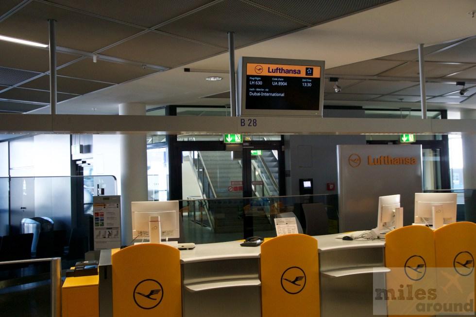 Departure gate B28