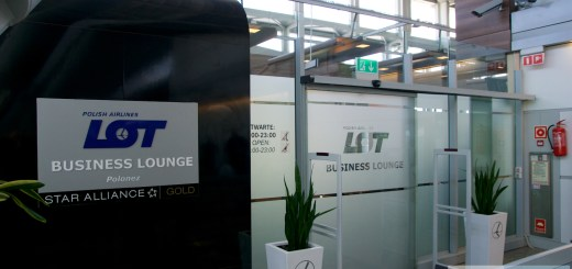 Eingang der LOT Business Lounge Warschau