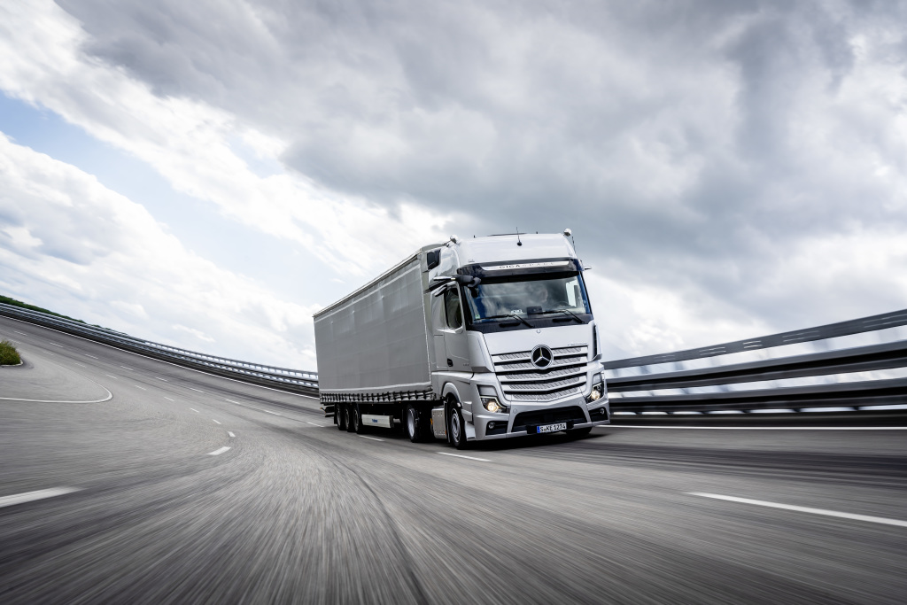 Mercedes-Benz Actros, Modelljahr 2018, mit Active Brake Assist 5, MirrorCam Mercedes-Benz Actros, model year 2018, with Active Brake Assist 5, MirrorCam (Foto: Mercedes Benz)