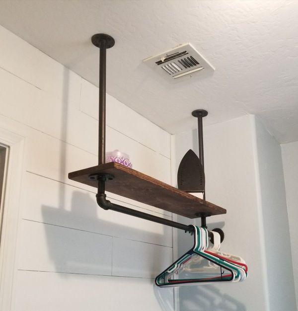 Odadaki alandan yararlanmak için tavanda raflar