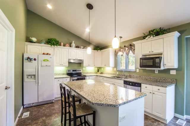 Yeşil boyalı mutfak