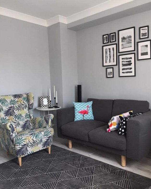 Gri kanepe ile kombine gri duvar rengi