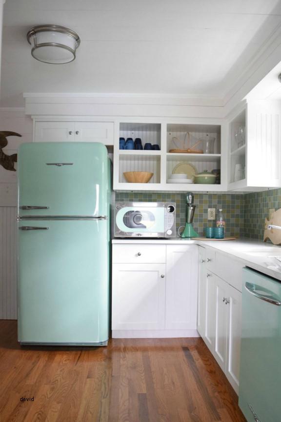Eski bir mutfak nasıl dekore edilir: SMEG buzdolabı