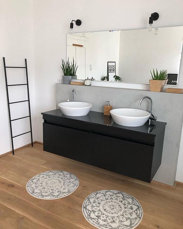 Rustik desenli modern bir banyo
