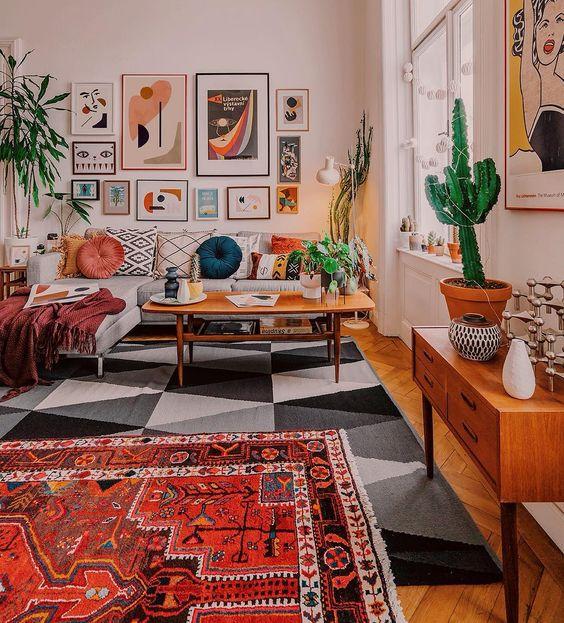 Evi terk etmeden ve ücretsiz olarak dekore etmek için mekanın resimlerini değiştirin