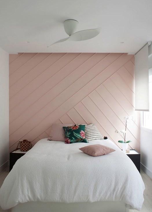 Dormitorio de matrimonio alegre y bonito en rosa palo