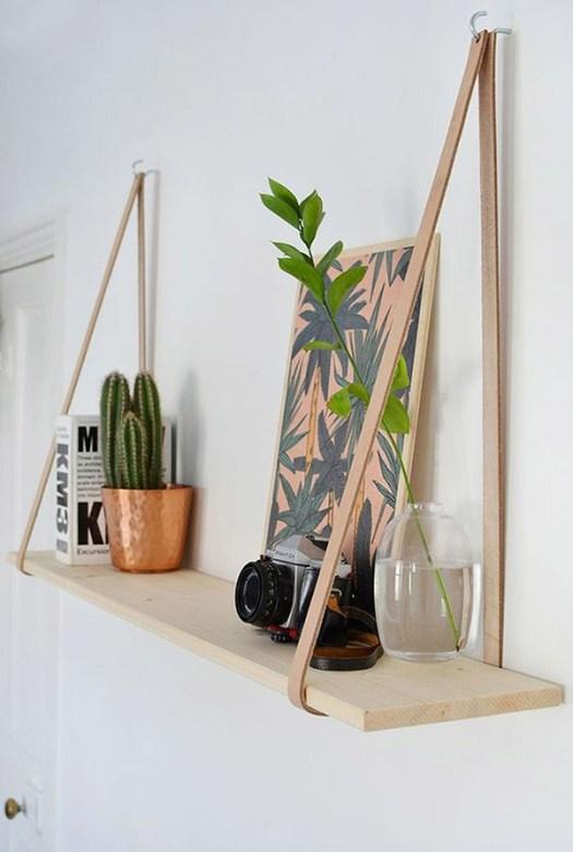 Estantería DIY hecha con cuero y madera