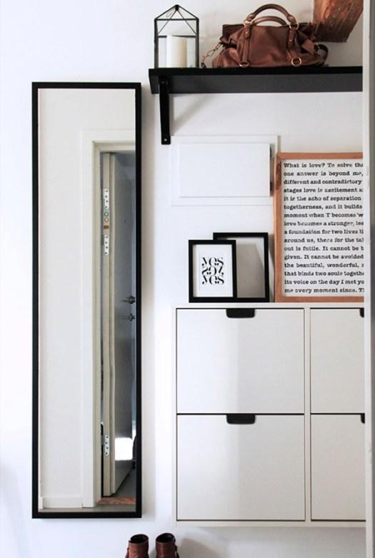 Composición decorativa de pared para ocultar y disimular el cuadro de luces