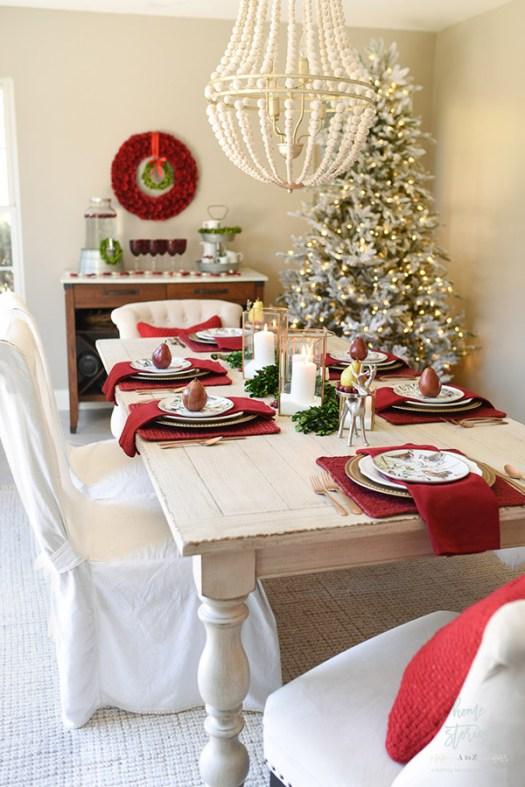 Mesa de navidad sencilla y bonita en rojo y dorado