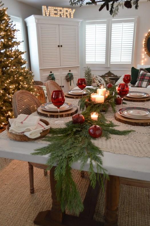 Mesa de navidad sencilla y bonita en rojo y verde