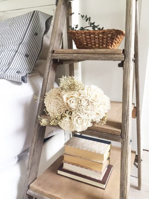 Ahşap merdivenle yapılmış komodin