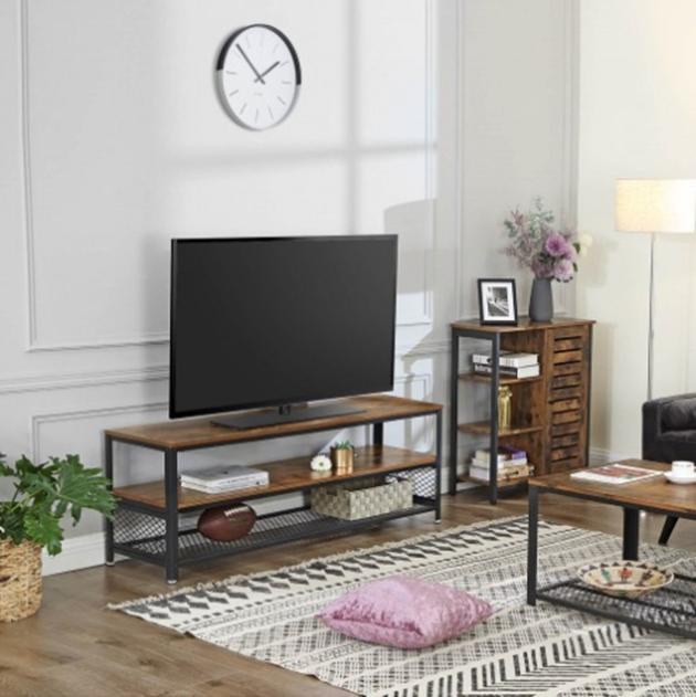 Siyah metal ve ahşap endüstriyel TV dolabı