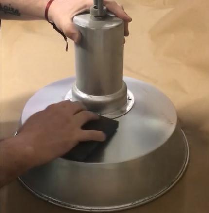 Lijando superficie de metal