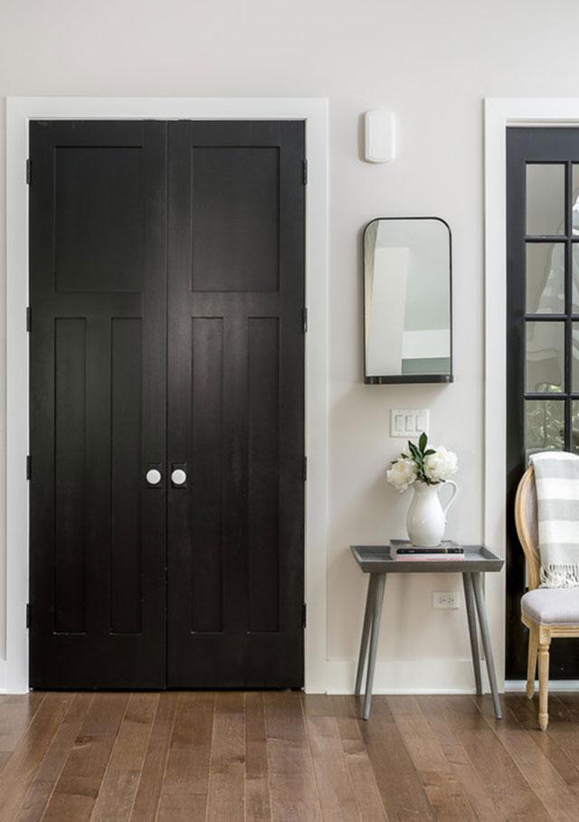 Decorando en negro Pintar las puertas de interior de negro