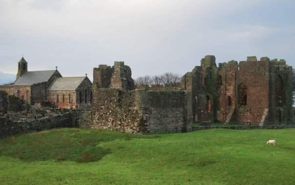 Kloster von Lindisfarne Titel: The ruined Abbey on Lindisfarne Foto: Russ Hamer Original-Datei: The ruined Abbey on Lindisfarne Lizenz: creativecommons.org/licenses/by-sa/3.0/deed.de