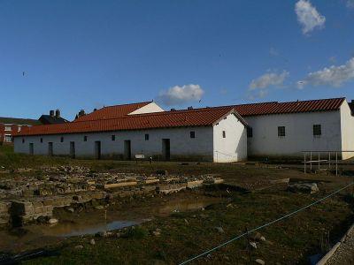 Реконструируемые здания римского лагеря Арбайа в Англии