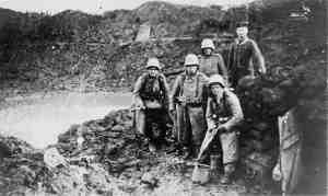 Infanteristen in Matsch und Dreck