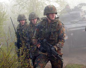 Deutsche Soldaten mit Splitterschutzweste