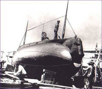 USS Holland im Trockendock