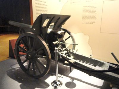 Obusier de campagne léger de 10,5 cm modèle 16 au Musée de la Première Guerre mondiale au Kansas