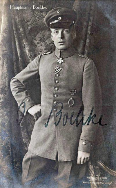 Oswald Boelcke 1916 con l'ordine Pour le Mérite