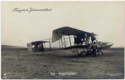 Avion Ago avec clôture de fuselage