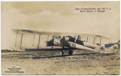 Avion Ago avec moteur de poussée