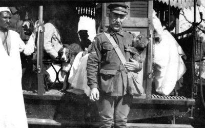 Сумчатый медведь медведь служит подбадриванию в австралийском военном госпитале в Первой мировой войне