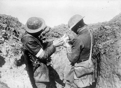 一条消息传到前线的英国士兵身上