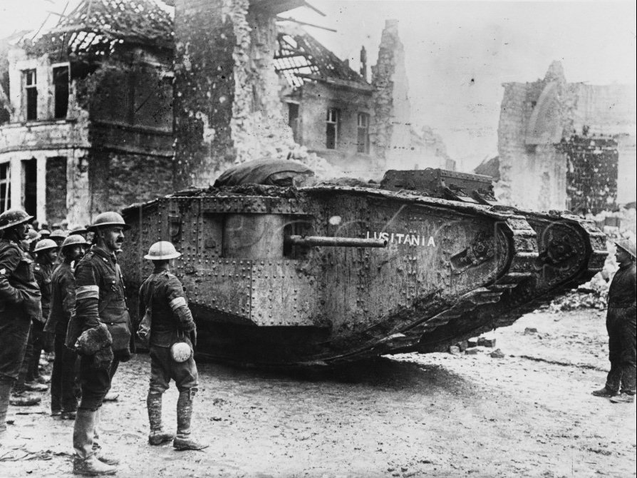 Char Mark IV Britannique capturé par les Allemands à Cambrai WW1