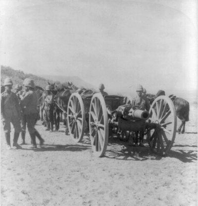 1900年1月在马多克斯山的一个军用BL 5英寸榴弹炮
