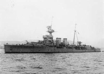 Le HMS Curacoa après sa conversion en croiseur de défense aérienne