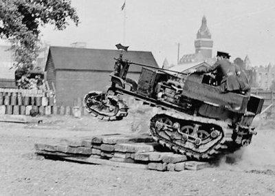 Киллен-Штрайт трактор во время показа в Вормвоод Скруббс, июнь 1915