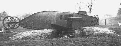 Mère prototype de Mark I dans le parc Hatfield, 1916