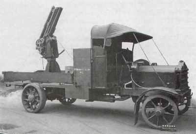 QF 13磅重的6英尺的AA喷枪安装在戴姆勒Mk 3卡车上