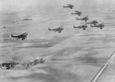 Airco DH.4 en vol en formation