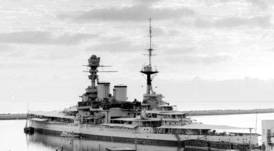 Il HMS Repulse nel porto di Haifa nel luglio 1938