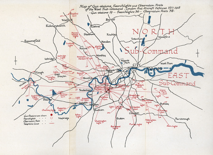 Plan showing the distribution of antiaircraft guns, searchlights, and observation posts across west and south London in 1917-1918.