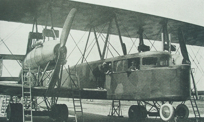 A close-up showing the enclosed cockpit of Giant R25, one of the RVI type Riesenflugzeug.