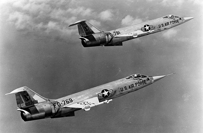 A formation of two USAF Lockheed F-104 Starfighters in flight, c.1960. Image: bagera3005/Deviant Art