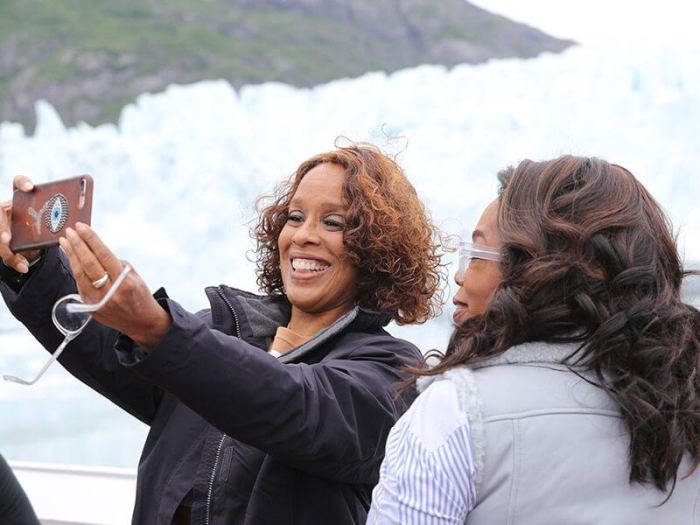 Oprah and gayle selfies on cruisedeck