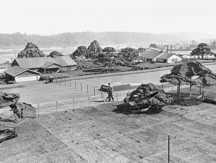 on-the-roof-of-boeing-plant-2-camouflage-trees-and-structures-were-shorter-than-a-person-boeing-seattle-times-archive
