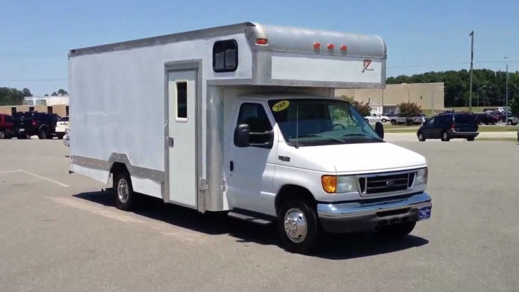 2005 ford e 350 box truck diesel only 5000 miles for sale