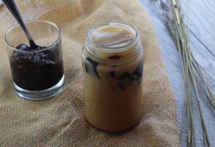 How to Make Black Sugar Milk Tea w/ Grass Jelly