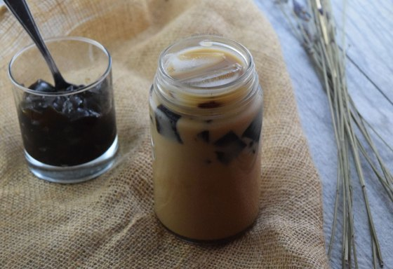 How to Make Black Sugar Milk Tea w/ Grass Jelly