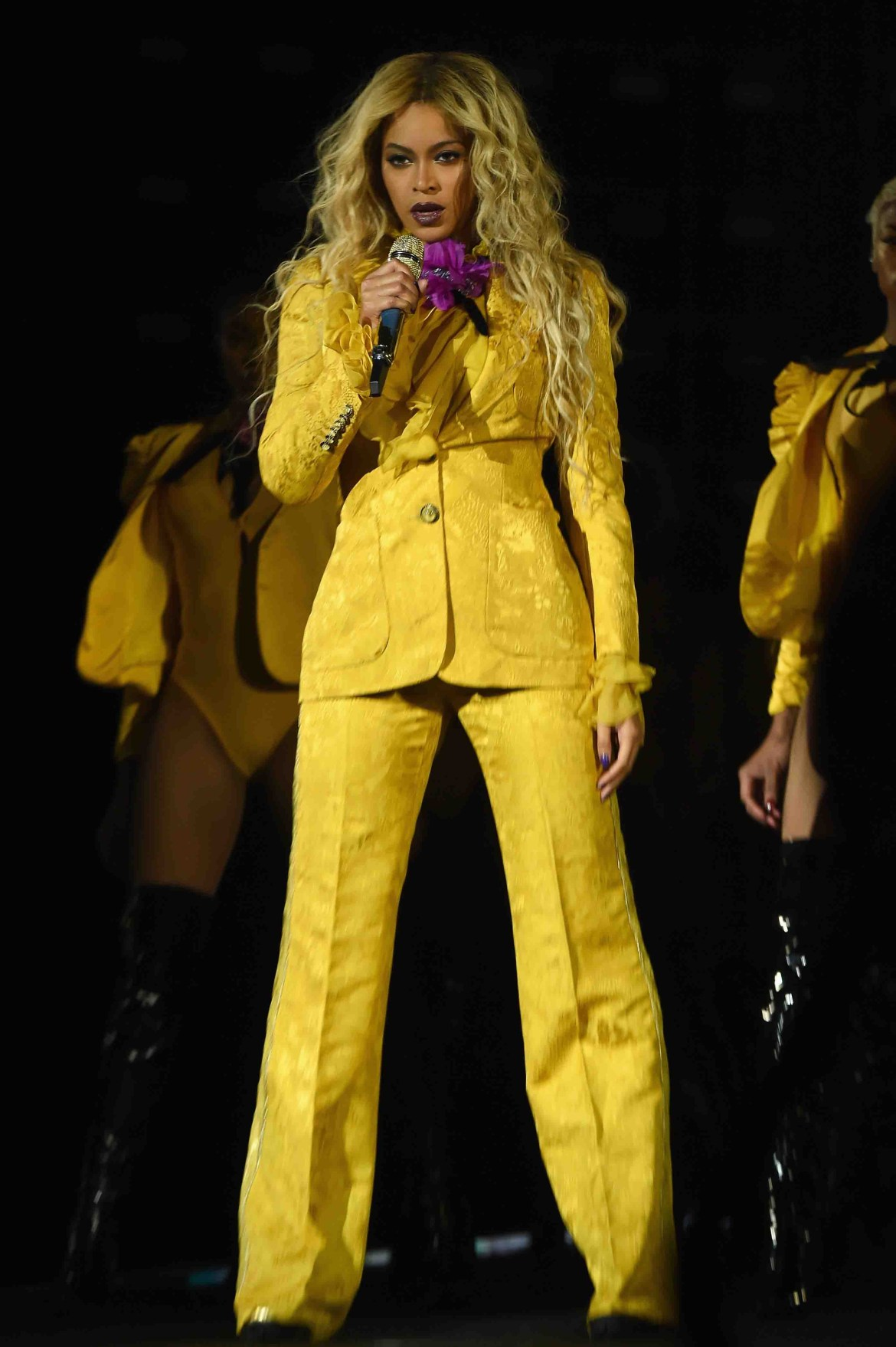 """EAST RUTHERFORD, NJ - OCTOBER 07: Entertainer Beyonce performs on stage during closing night of """"The Formation World Tour"""" at MetLife Stadium on October 7, 2016 in East Rutherford, New Jersey. (Photo by Larry Busacca/PW/WireImage)"""