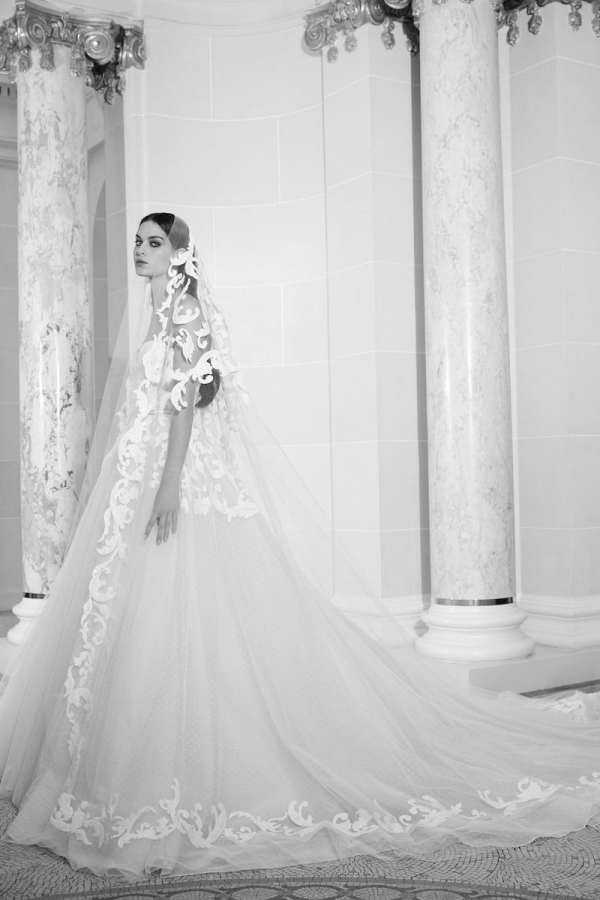 ELIE-SAAB-FALL-2019-BRIDAL-COLLECTION-10-millemariages.com-mille-mariages-magazine